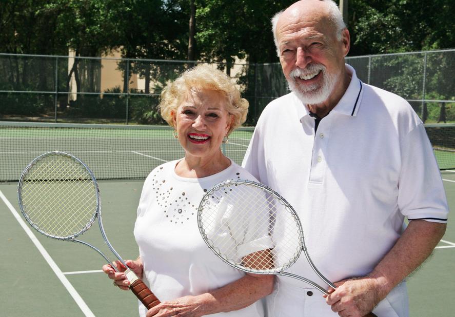 Tennis spielen im Alter